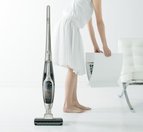 [自立構造](スティック使用時)お掃除の途中でも電源を切って立てておけます