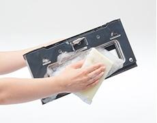 汚れが気になったときはオーブンドアは簡単に外せて丸洗いできる